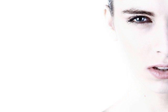 Come idratare il viso in modo naturale
